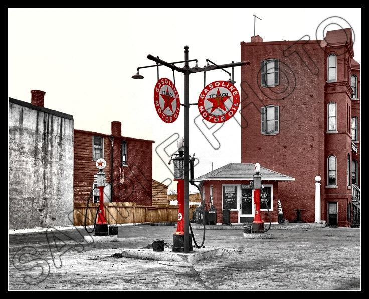 1925 TEXACO GAS STATION MOTOR OIL SIGN COLORIZED PHOTO GLOBE PUMPS PETROLIANA